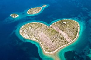 isla amor vacaciones croacia hostandboat