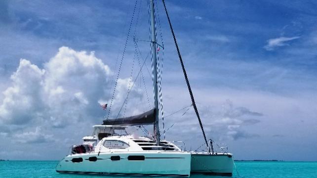 Expanda sua experiência na Flórida! veleje meio dia em um iate de luxo!