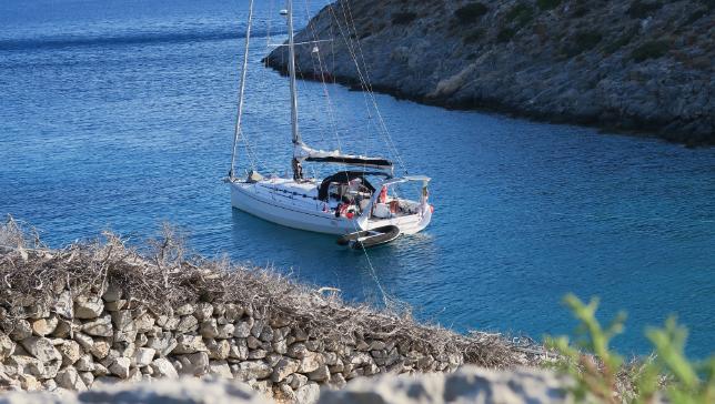Cabin charter in Mykonos, Santorini, Paros