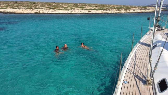 Sailing in Cyclades Santorini , Milos , Sifnos,  Paros , Ios , Antiparos