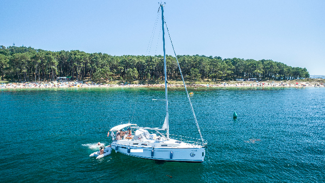 Boat Charter on the Rías Bajas and the Atlantic Islands National Park