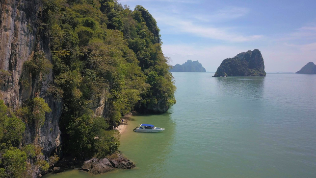 Hire private boat in Phang Nga Bay