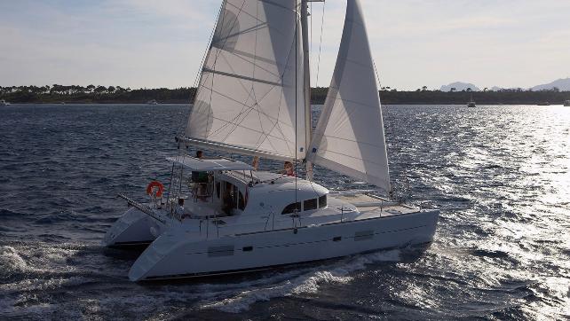 Sail on an impressive catamaran through the crystal clear waters of French Polynesia, Tahiti.